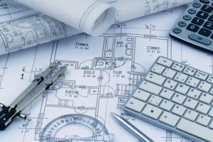 Ein Bauplan eines Architekten für den Bau eines neuen Wohnhauses. Symbolfoto für Finanzierung und Planung eines neuen Hauses.